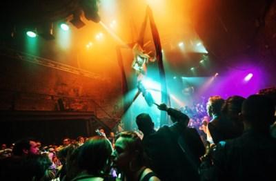 """Laatste feestje in Café d'Anvers: """"Dit wordt nog één keer DE BOM"""""""