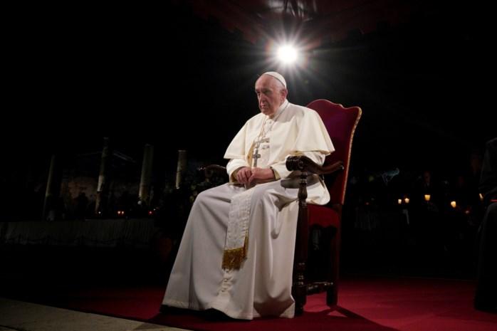 Paus betreurt bij Kruisweg onverschilligheid en egoïsme