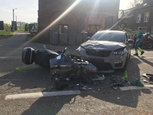 Motorrijder en passagier raken zwaargewond bij botsing met auto