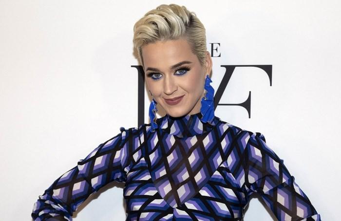 Fans dolenthousiast over de nieuwste look van Katy Perry