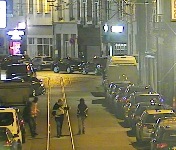 Antwerpse politie zoekt man die lastig gevallen werd door jongeren aan Astridplein