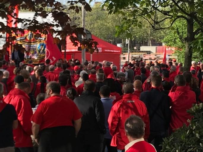 Honderden vakbondsmilitanten steunen collega die terecht moet staan aan hof van beroep