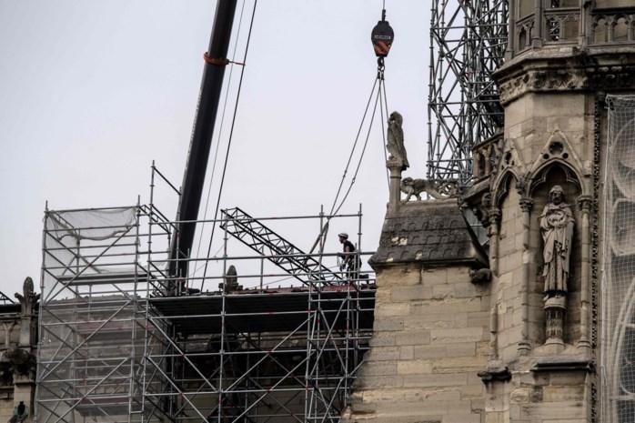 """""""Belangrijkste is om Notre-Dame nu tegen aangekondigde regen te beschermen"""""""