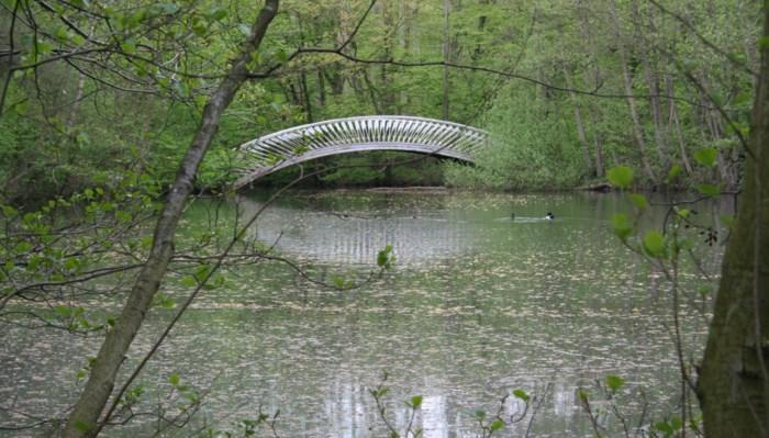 """Waarom deze romantische Pijlenbrug in Schilde al vijf jaar is afgesloten: """"Smet op het plaatselijk erfgoed"""""""