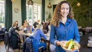 Eten voor minder dan 15 euro: Israeli market salad bij Murni