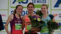 """Lore Tack finisht als eerste vrouw op 10 Miles: """"Stikkapot, maar superblij!"""""""