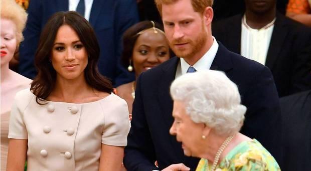 """""""Meghan Markle kreeg een bolwassing van de Queen na scheldpartij tijdens diner"""""""