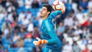 Courtois moet zich twee keer omdraaien tegen Villarreal, maar wint wel met Real Madrid