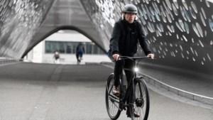 Onze reporter cruist door Antwerpen met deze hypermoderne Hollandse stadsfiets die je op slot trapt