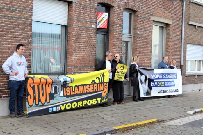 Vlaams Belang voert actie aan schoolpoort Sint-Norbertusinstituut