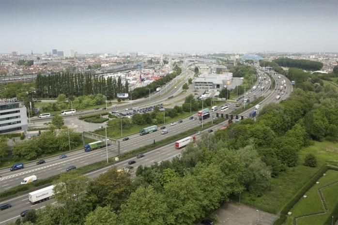 """Oosterweel: """"Nog steeds een snelweg van 120 meter breed door de stad"""""""