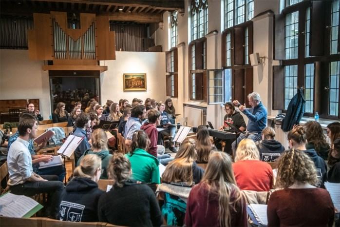 30 jaar Universitair Koor Antwerpen: van personeelskoor naar jeugdig ensemble