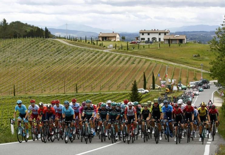 Opschudding in de Giro: ritwinnaar Viviani gedeklasseerd, Gaviria krijgt zege in de schoot geworpen