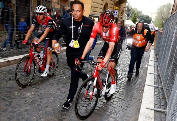 Ravage door valpartij in de Giro: Carapaz wint de rit, Dumoulin verliest veel tijd