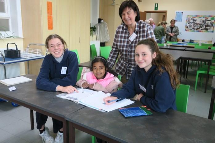 """Appel & Ei helpt al vier jaar kinderen met huiswerk: """"Diploma is belangrijk wapen tegen armoede"""""""