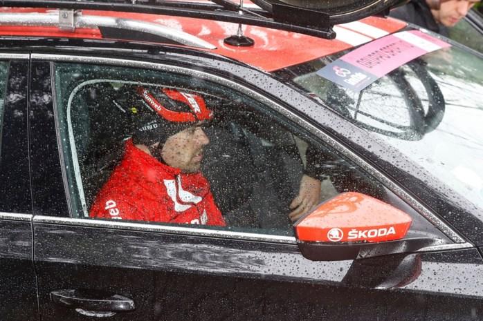 """Tom Dumoulin probeerde het na zware val maar moet dan toch opgeven in de Giro: """"Blessures waren te pijnlijk"""""""