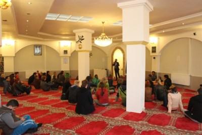 Haatreacties na schoolbezoek aan Antwerpse moskee: leerkracht thuis tot eind dit schooljaar