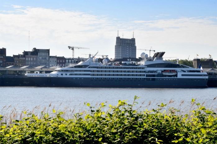 Bescheiden luxecruise meert aan in Antwerpen