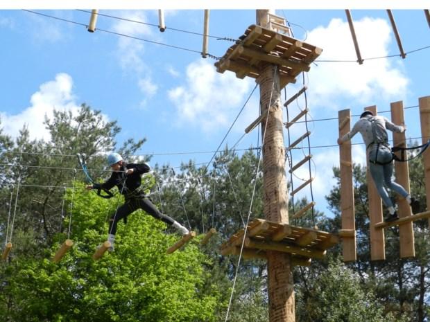 """IN BEELD. Eerste waaghalzen testen nieuw klimpark: """"Het is gelukt, dankzij de adrenaline"""""""