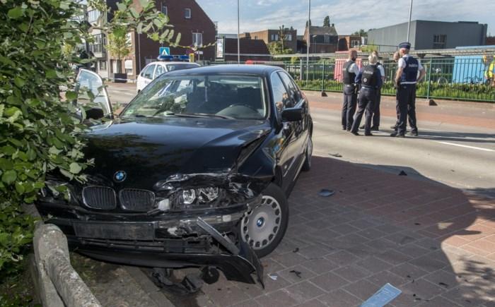 """Achtervolging met gestolen wagen eindigt met crash aan schoolomgeving: """"Gelukkig geen zwaardere gevolgen"""""""