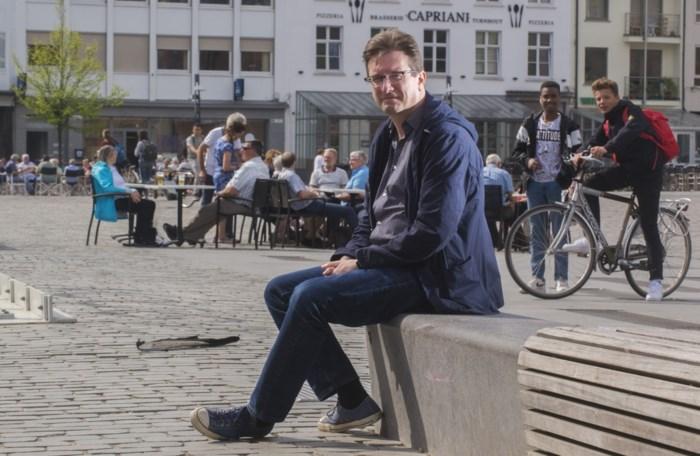 """Schrijver Karl van den Broeck: """"Als ik op de Grote Markt in Turnhout kom, kan ik wenen van geluk"""""""