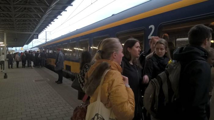"""NMBS haalt onderstationschef die reizigers moest informeren weg uit station Noorderkempen: """"Personeelstekort"""""""