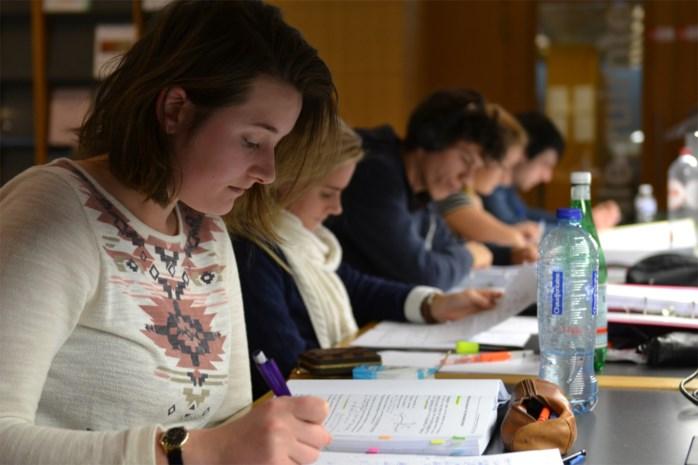 Taalvaardigheid studenten gaat drastisch achteruit, maar Antwerpse hogescholen panikeren niet