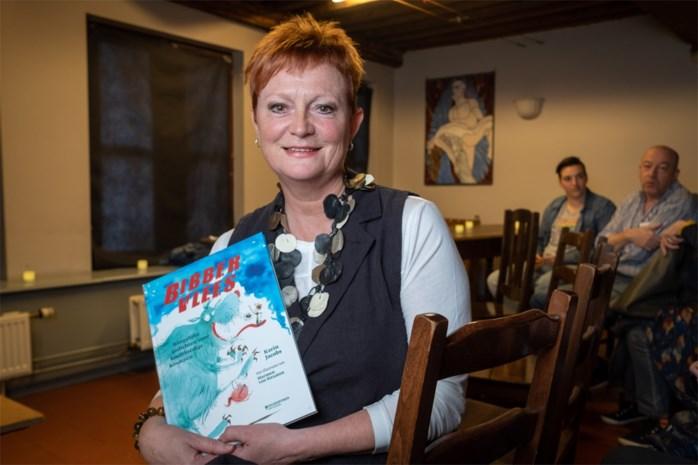 """Moeder Jelle Cleymans stelt dichtbundel 'Bibbervlees' voor: """"Ik wil kinderen met angsten een hart onder de riem steken"""""""