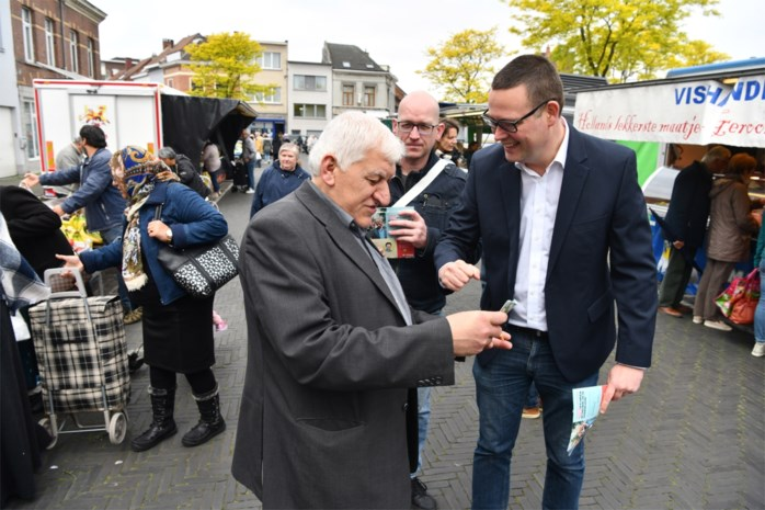 Raoul Hedebouw op campagne in Merksem