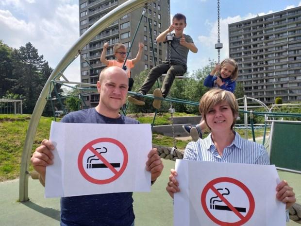 """Deurne wil geen rokers meer op speel- en sportterreinen: """"We kunnen niet verbieden, maar doe het uit het zicht van de jeugd"""""""