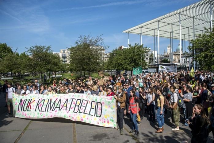 500 bosbrossers houden kwartier lang verkeer tegen op Leien tijdens allerlaatste klimaatmars