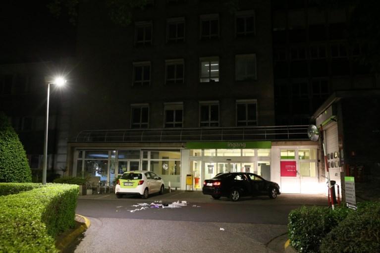 Twee slachtoffers met steekwonden gevonden voor ingang van ziekenhuis