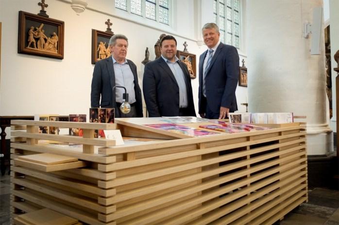 Historische kerk verwelkomt bezoekers aan nieuwe toegankelijke onthaalbalie