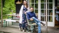 """Antwerps koppel bouwt vervallen chalet om tot fiftiesparadijs: """"Hier kunnen we onze batterijen opladen"""""""