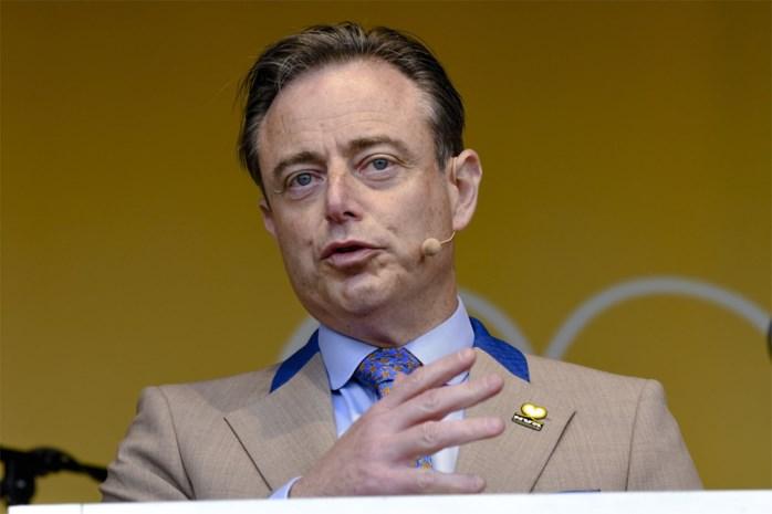 """Bart De Wever heeft spijt van """"prulpartij""""-uitspraak, Tom Van Grieken niet onder de indruk: """"Spijt komt altijd te laat"""""""