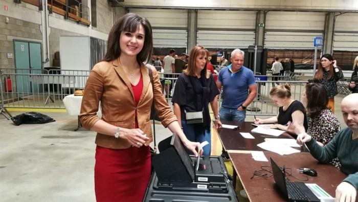 """Yoleen Van Camp (N-VA) stemt in Herentals: """"Verkiezingen zijn als examens"""""""