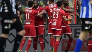Bosuil wordt helemaal gek: Mbokani trapt Antwerp (ondanks 0-2-achterstand) Europa in