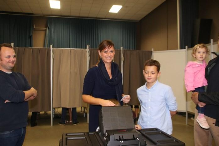 """Marianne Verhaert met de fiets naar de stembus: """"Proberen er nog een rustige familiale zondag van te maken"""""""