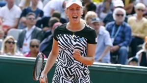 Elise Mertens overwint black-out in tweede set en stoot na moeilijke partij door op Roland Garros