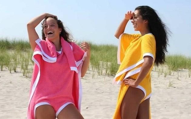 Dankzij de 'towelkini' vergeet je nooit meer je handdoek om naar het strand te gaan