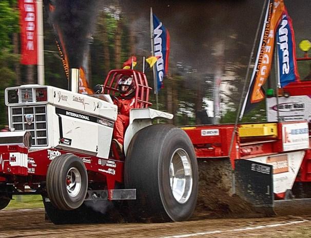 """Belgisch kampioen Geert Aernouts trekt 22 ton voort: """"Dag en nacht bezig met tractorpulling"""""""