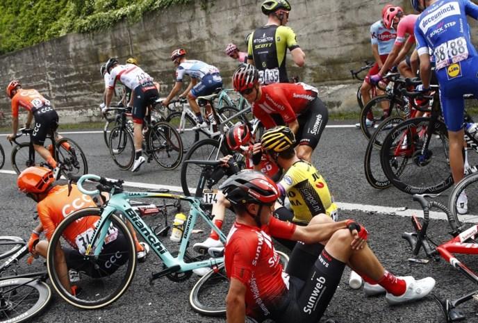 Sam Oomen heeft breuk in rechterheup na zware valpartij in Giro