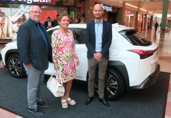 """Eerste groene 'autosalon' in Vlaanderen niet toevallig in Wijnegem Shopping: """"We willen iedereen meekrijgen"""""""