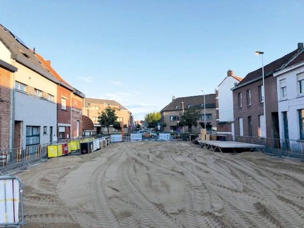 """Tachtig jaar café Sportif gevierd met 45 ton zand: """"Ibiezerd wordt Ibiza"""""""