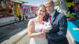 """Pasgetrouwd koppel trekt naar Sinksenfoor voor huwelijksfoto's: """"Pure nostalgie"""""""