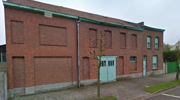 Asbestplaten worden verwijderd in Frans Cretenlaan