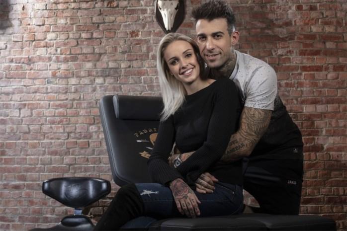 Fabrizio gespot met vrouw op het strand: niet met verloofde Pommeline, wel met een van de verleidsters van Temptation Island VIPS