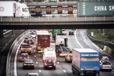 Stelling: files staan vol lege vrachtwagens.  Check: klopt. En dat zal nog lang zo blijven