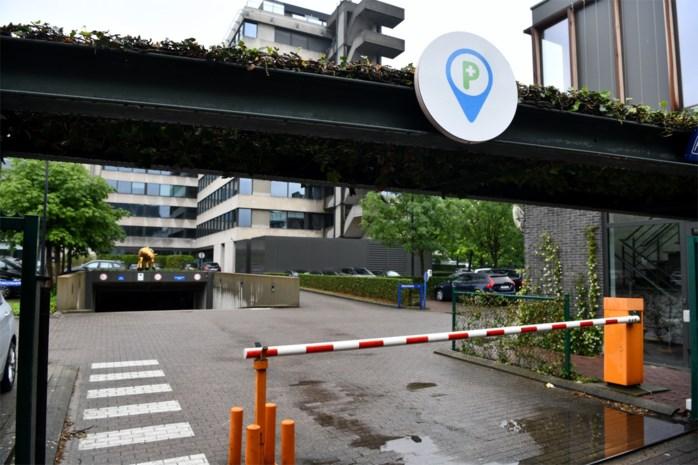 Dokters en verplegers mogen 45 minuten parkeren bij verzekeraar op Plantin en Moretuslei: Eerste 'zorgparking' bij een bedrijf
