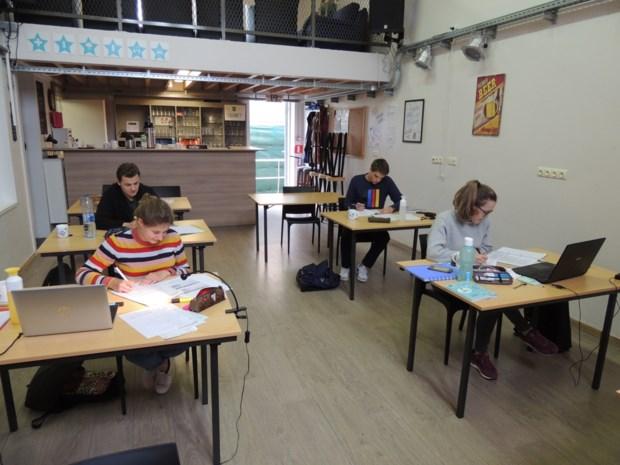 Jeugdhuis Bar 64 opent studieruimte en krijgt erkenning voor manier waarop het jongeren aan informatie helpt